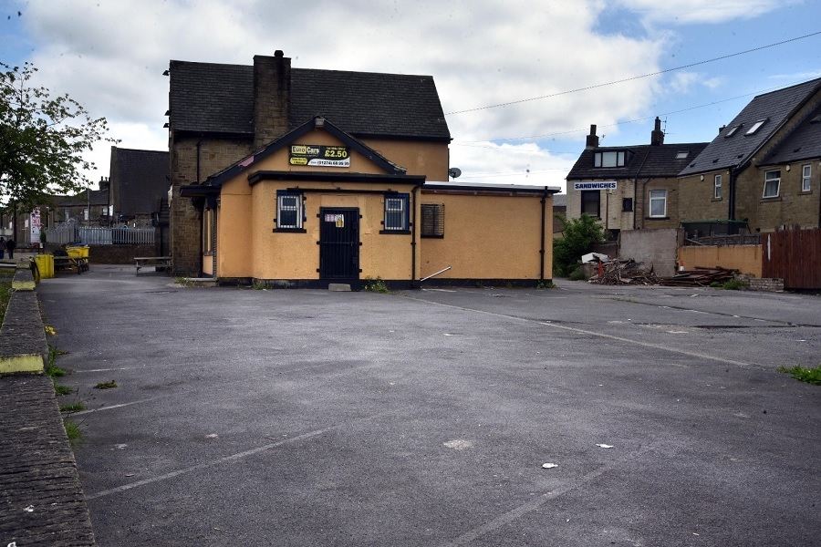 Plan to turn part of pub into car…