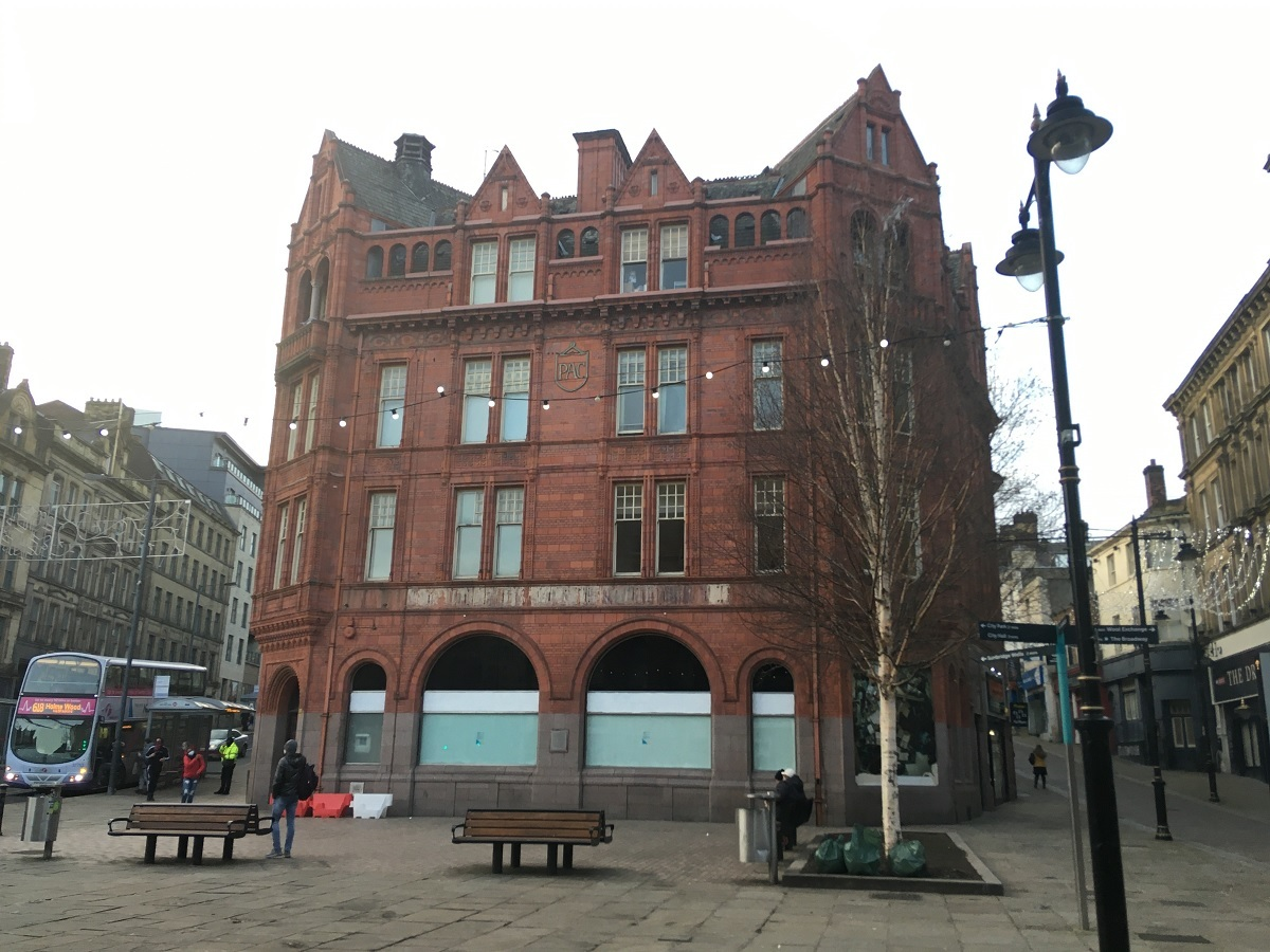 Former city centre bank unit up for rent